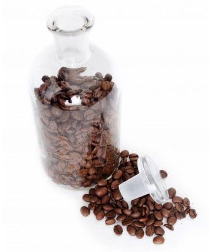 Grains de café dans une bouteille
